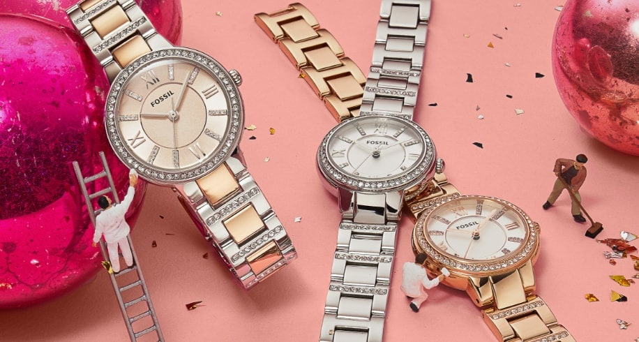 Une montre en acier inoxydable avec glitz.