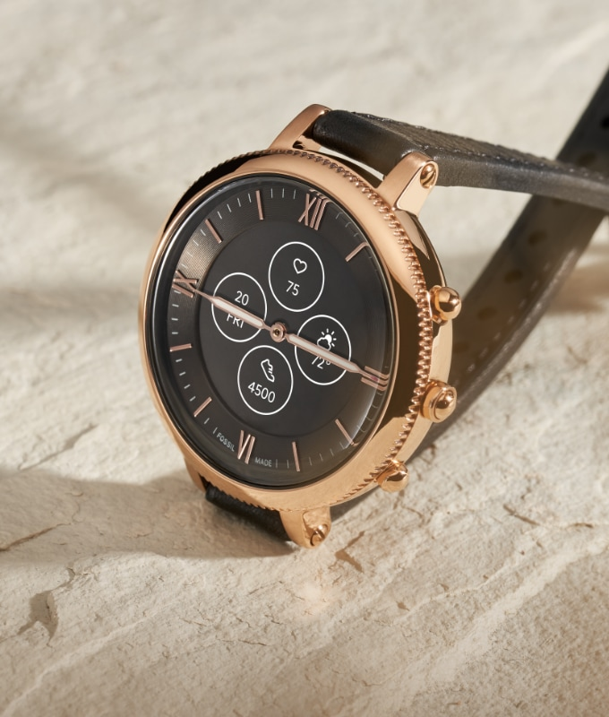 Montre intelligente hybride en cuir.